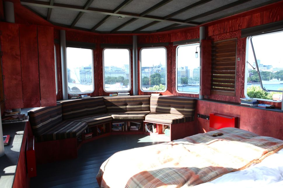 A Room for London: The interior with the view of Thames from its widnows